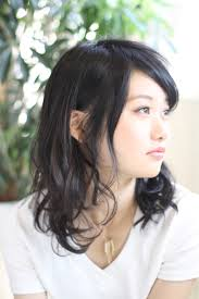 黒髪ミディアムパーマの髪型20選レイヤーが重要前髪あり前髪なし