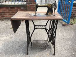 VINTAGE SINGER SEWING MACHINE TREADLE TABLE WITH MACHINE - GARDEN ...