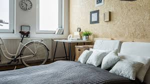 Keep Your Small Bedroom Clean And De Clutter Often