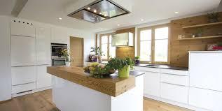 Weiße zeitlose ewe Küche c Küchenstudio Laserer