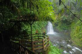 la paz waterfall gardens is a beautiful costa rican location with many tourist attractions near the airport
