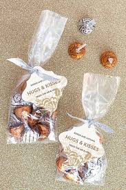 hugs and kisses diy wedding favor ideas to save money