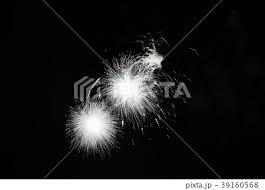 はなび スターマイン 黒色 夏コンテンツの写真素材 Pixta