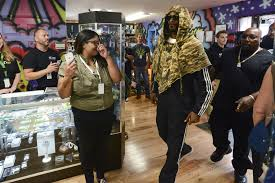 rap star snoop dogg enters mary jane 039 s house of grass on mill
