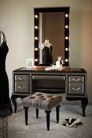 mirrored makeup vanity table with lighted mirror