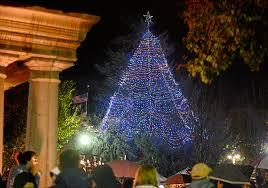 Chico Christmas Tree Lighting Hundreds Gather For Downtown Chico Tree Lighting Chico