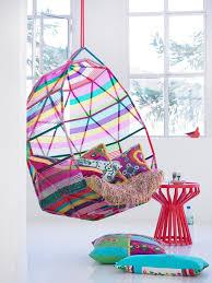 25 Asombrosos Accesorios Para Amantes De Los Arco Ris Hanging Throughout Kids  Chair Inspirations 9