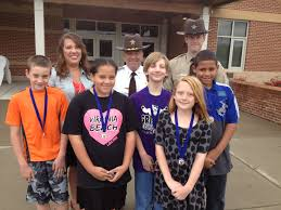 dare lewis and clark elementary school and school resource officer chris hall recognized students from lewis and clark elementary school for completing the d a r e course and writing essays