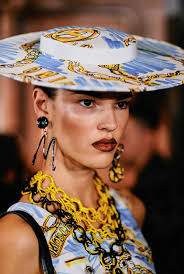 Moschino Spring/Summer 2019 Ready-to-Wear | Moschino, Fishers ...