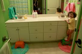 kids unisex bathroom decor