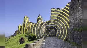 Wirbel um Kunstprojekt: Festung in Carcassonne hat aufgeklebte gelbe Kreise