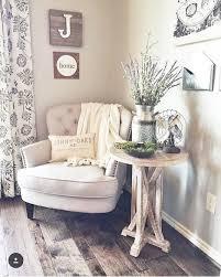 Cute, cozy corner.