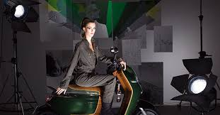 <b>Mini's New Electric Scooter</b> Is Socially Networked, Uses iPhone as ...