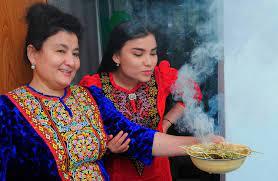 """في تركمانستان.. نبتة لـ""""محاربة كورونا"""" بلا أي دليل علمي"""