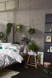 Loft Style Schlafzimmer Mit Freigelegter Mauerwand Vielen Pflanzen