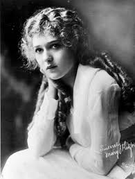 actress mary pickford became famous for her long curls when she cut her hair in
