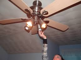 how to change light bulb on harbor breeze ceiling fan
