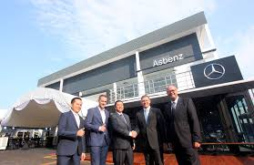 mercedes benz msia president and chief executive officer dr claus weidner 2nd right