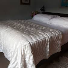 Quilted Silk Bedspreads | Pure Silk Filling | The Wool Company & Ivory Mulberry Silk Quilted Bedspread Adamdwight.com