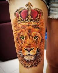 фото тату лев с короной