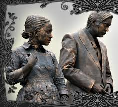 butler and maid living statues