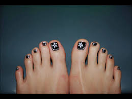 Toe Nail Designs Flowers 60 Stylish Black And White Nail Art Designs For Toe Nails