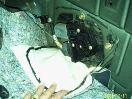 2001 other ford models sport trac rear window motor replacem i orderd a motor from parts com and figured it out myself here s a procedure 1 fold down the rear seats in the cargo position