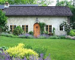 old farmhouse landscaping