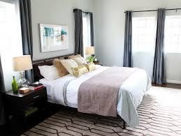 area rug size for queen bed