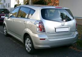 File:Toyota Corolla Verso rear 20071031.jpg - Wikimedia Commons