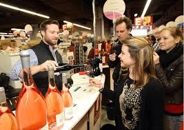 vin qui dit automne dit vendanges dit vin dit salon des vignerons le rendez vous des s de bon vin se déroulera à la halle tony garnier