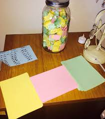 Perfect Boyfriend Puts 365 Love Notes In A Jar For His Girlfriend To Read All Year Bored Panda