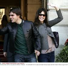 Katie holmes told a seventeen reporter about her crush on tom cruise. Katie Holmes Cuts Off Cruise Contact