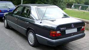 The internal chassis designation for saloon models is w 124. File Mercedes Benz W124 Rear 20080808 Jpg Wikimedia Commons