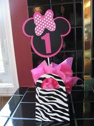 image of minnie mouse birthday party centerpiece ideas