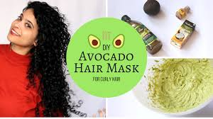 featured picture of avocado hair mask for curly hair