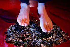 how can someone walk across broken glass without getting hurt howstuffworks