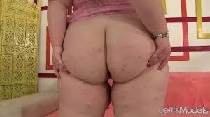 Gostosa com bunda perfeita masturbando o cuzinho porno gram.