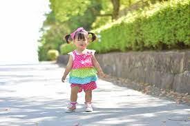赤ちゃん いつ 歩く