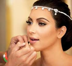 bronze overtones with a dash of gold look fabulous on brides with wheatish plexions if you don t mind trying out a diffe look you can bine brown