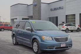 Troy mayhew is a country financial representative providing insurance and financial services for the communities in and around viola, il 61486. Used Chrysler Town And Country For Sale In Moline Il Edmunds