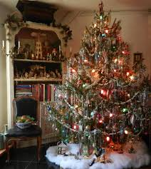 Lovely Vintage style tree with lots of pretty tinsel. This sure takes me  back to my childhood Christmas trees. It looks exactly like them!