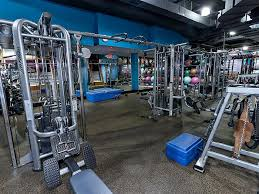 pictures of crunch fitness trainers