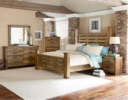 Standard Furniture Montana 4-Piece Poster Bedroom Set in Knotty Pine