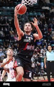 Alessandro Pajola (Segafredo Virtus Bologna) während der Serie A1  italienischen LBA Basketball-Meisterschaft Spiel Segafredo Virtus Bologna  gegen. Allianz Palla Stockfotografie - Alamy