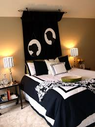 black and white bedroom decor. Bedroom:Minimalist Black And White Bedroom With Modern Floating Bed Above Rectangle Fluffy Decor