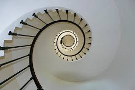 Rechner für ausmaße, anzahl der stufen, stufengröße, steigungsverhältnis und neigungswinkel einer geraden treppe (oder leiter). Tipps Fur Den Transport Von Mobeln Auf Treppen Zonzini