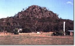 「hanging rock」の画像検索結果
