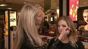 tomorrow s et makeup artist lorac founder carol shaw gives tips on holiday glam