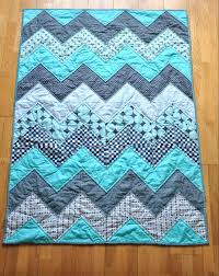 baby quilt to make quilt patterns for beginners free baby blue chevron quilt tutorial simple baby